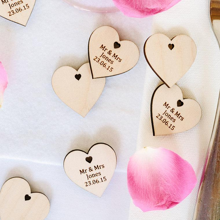 Mariage - Wooden Hearts Personalised Wedding Favor Love Heart Favours