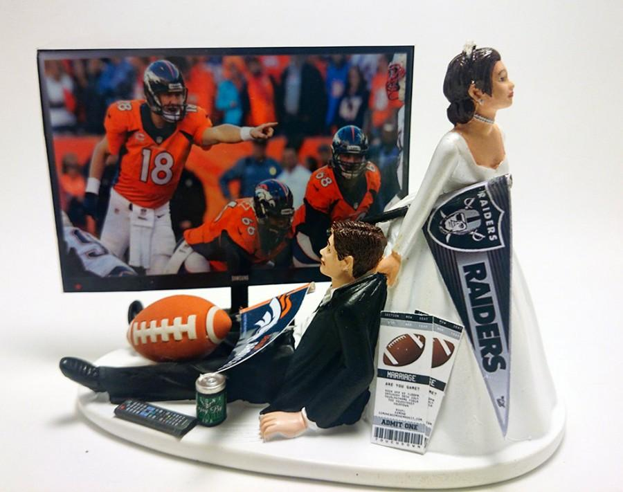 Mariage - Football Denver Broncos Funny Wedding Cake Topper Bride and Groom
