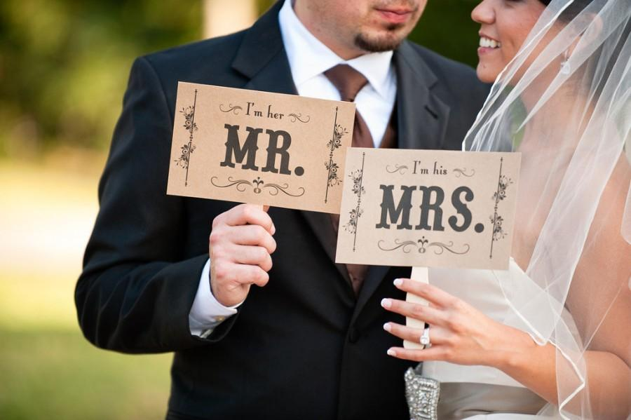 Свадьба - Photo Booth Prop. Wedding Photo Prop. Thank You and Mr. and Mrs. Kraft Double Sided Paddle Signs . Fan