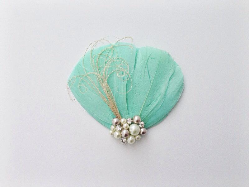 زفاف - Mint green feather fascinator, bridesmaid hair piece, feather hair clip, bridal party, mint green wedding, prom, maid of honor, wedding