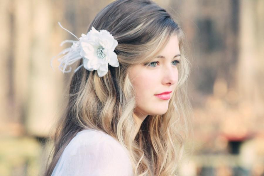 Mariage - bridal hair flower fascinator, white bridal hair clip, wedding bridal hair clip