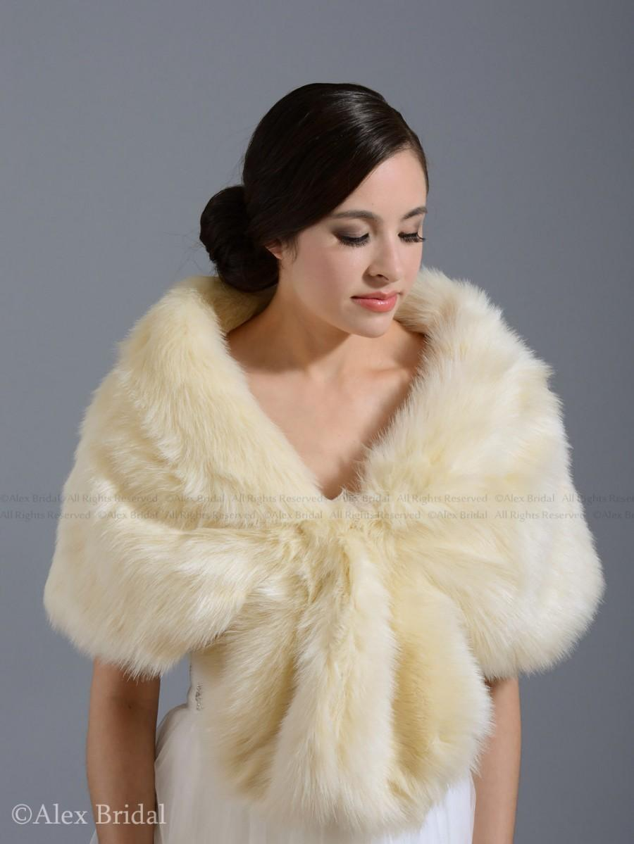 Свадьба - Champagne faux fur wrap bridal wrap faux fur shrug faux fur stole faux fur shawl faux fur cape A001
