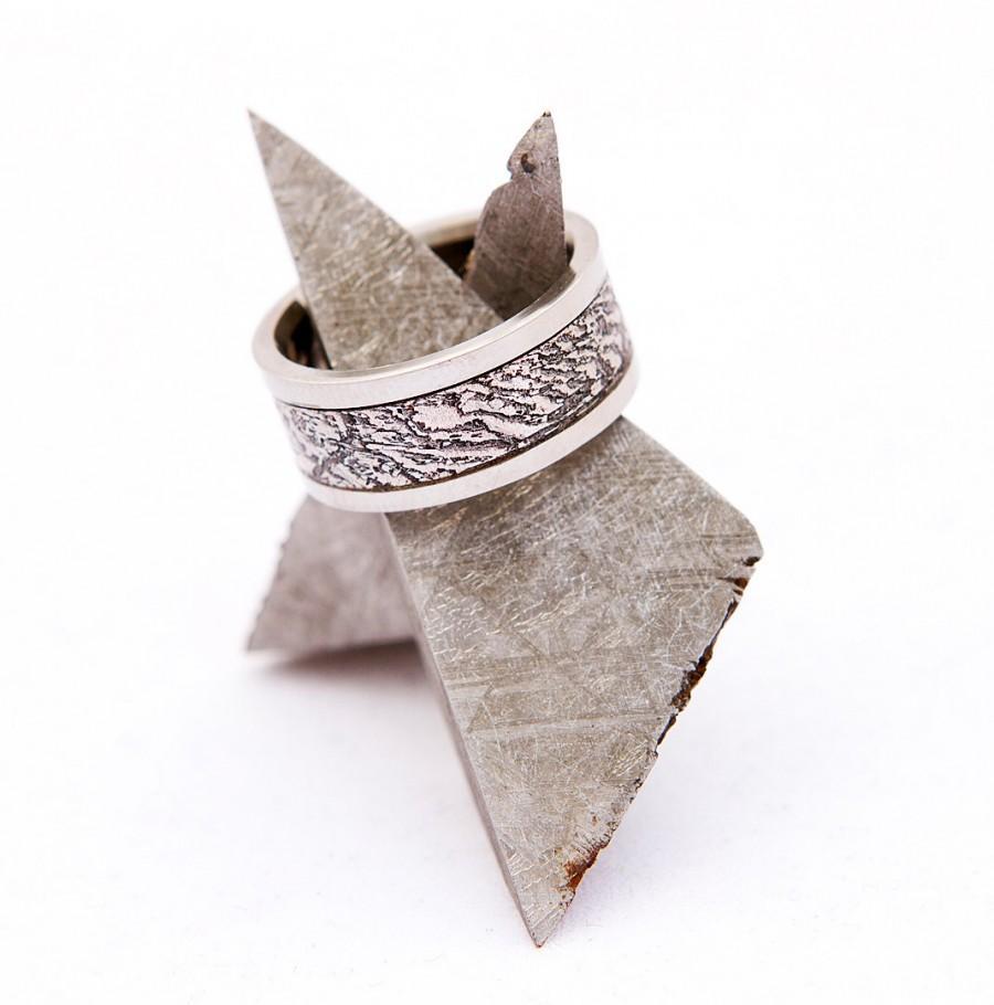 Свадьба - meteorite ring wedding band titanium with oxidized gibeon meteorite inlay