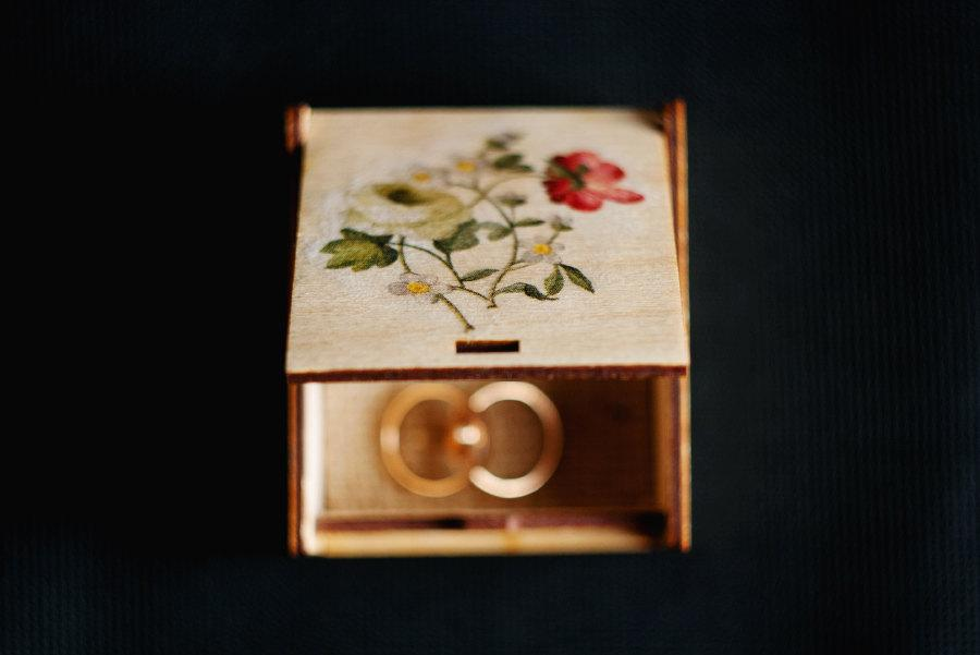 """Hochzeit - OOAK Rustic style wedding ring bearer box with botanical picture """"Vintage Flowers"""" - wedding decor, rustic style, botanical, engagement box"""
