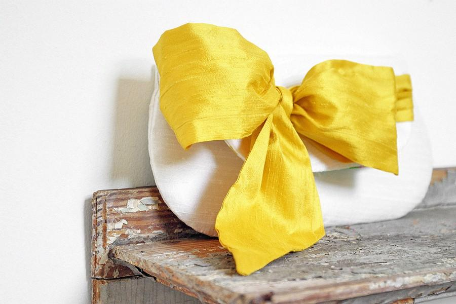Mariage - Personalized bridesmaids gifts, yellow wedding clutches, Ivory wedding purse