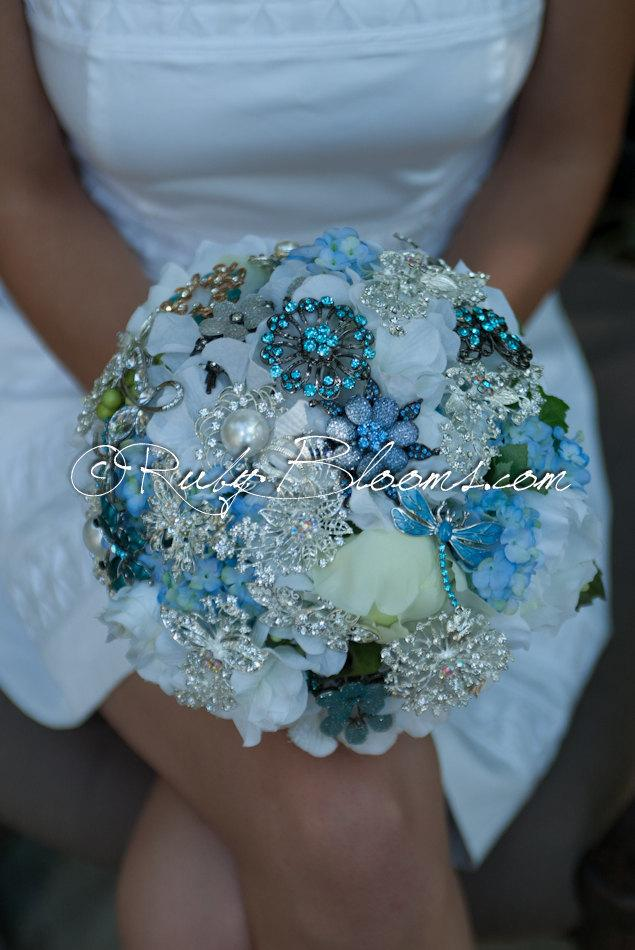 "Свадьба - Wedding brooch bouquet. Blue Jewelry ""Something Blue"" Bouquet, Crystal rhinestone Capri Blue Bridal broach bouquet by Ruby Blooms"