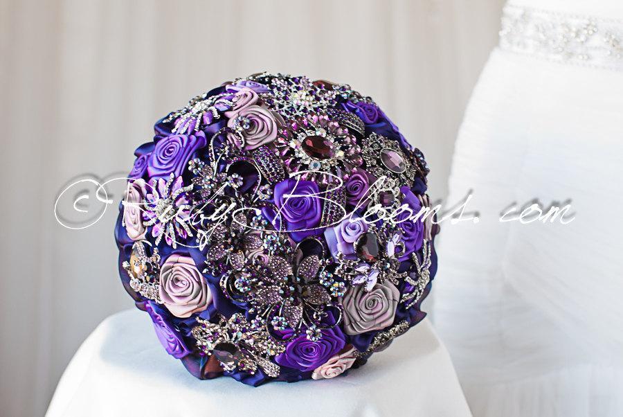 "Mariage - Purple Wedding brooch bouquet. Deposit ""Purple Treasure Chest"". Heirloom Purple, Lavender wedding. Rhinestone Crystal Bridal broach bouquet"