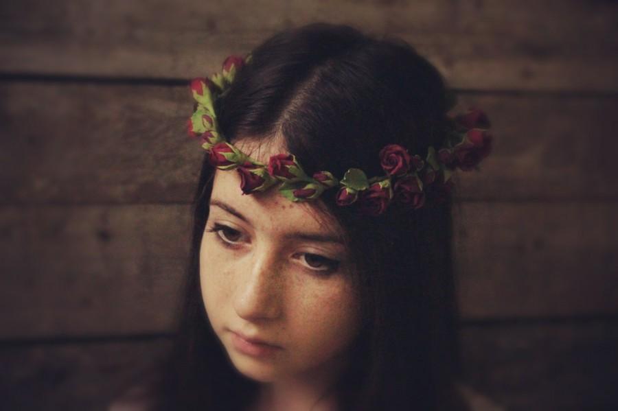 Mariage - Flowers crown. Red roses.  Hair wreath. Wine-red rosebuds. Polymer clay flowers. Wedding headband Floral Hair Wreaths