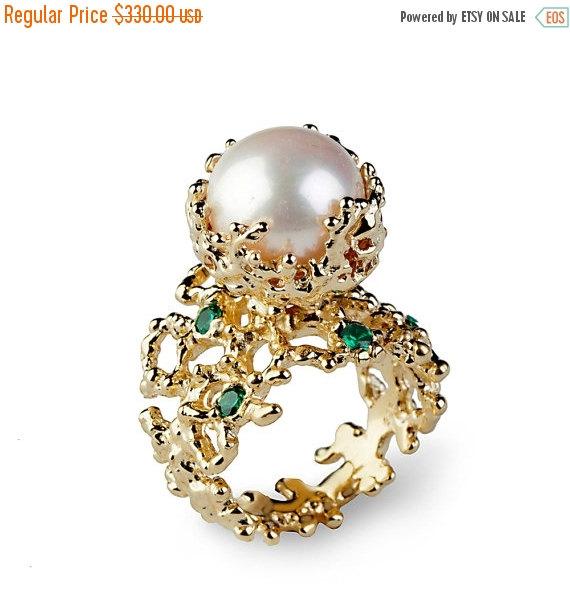 زفاف - Black Friday SALE - CORAL Emerald Pearl Ring, Emerald Engagement Ring, Pearl Engagement Ring, Gold Pearl Ring, Gold Emerald Ring