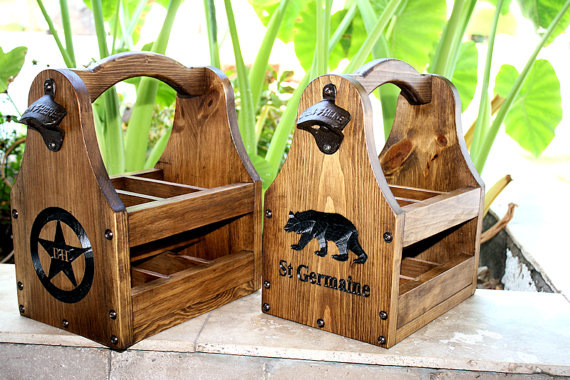 Свадьба - Wooden Beer Tote Personalized Beer Tote Handmade Beer Tote Wood Beer Caddy Valentine Father's Day Christmas Birthday Groomsmen Gift