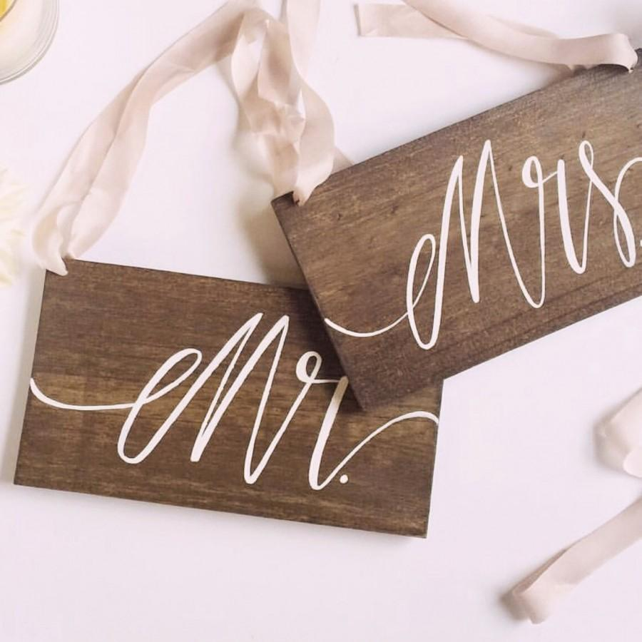 Hochzeit - Mr and Mrs Chair Signs Rustic Wooden Wedding Signs, Photo Prop Signs, The Paper Walrus