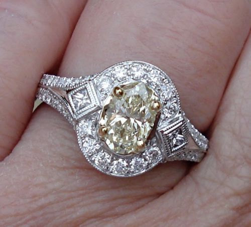 Свадьба - 1.76 ct NATURAL YELLOW Oval Cut Diamond Solitaire Ring 18K White Gold