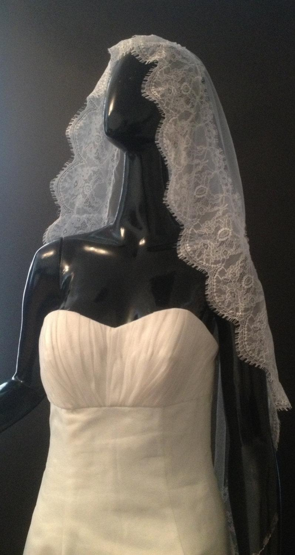 Wedding - FREE SHIPPINgBeautiful lace veil. Mantilla veil, cathedral veil. White veil, ivory veil.