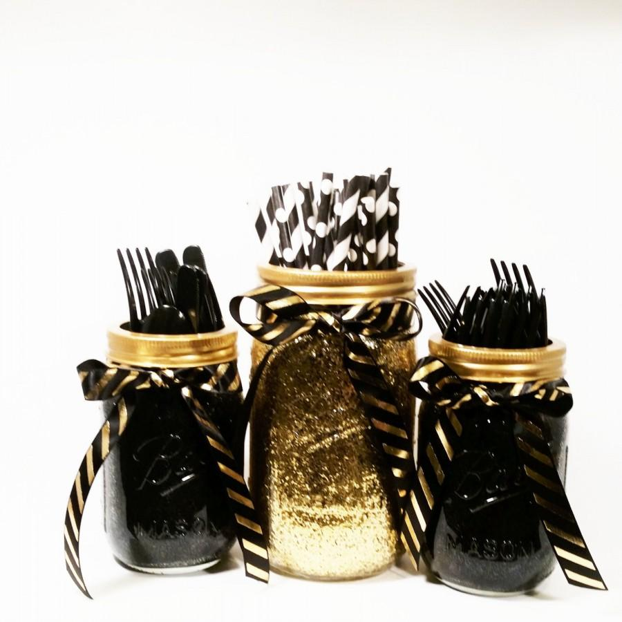 Свадьба - Mason Jar Centerpieces, Black and Gold Decor, Glitter Jars, Gold Wedding, Party Centerpieces, Party Decor, Graduation Party Decor, Set of 3