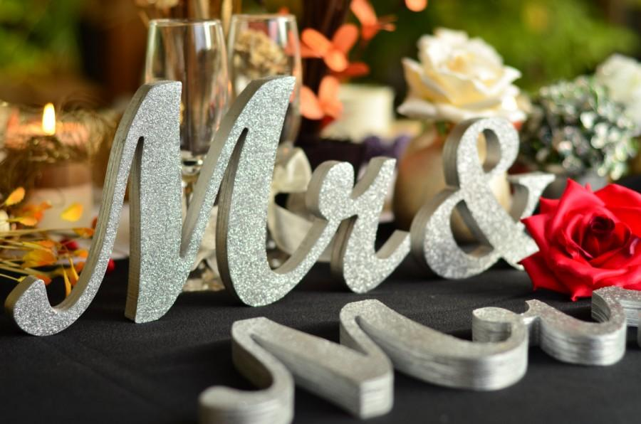 Свадьба - Mr. and. Mrs.. sign set. Wedding sign set. Sweetheart table decor wooden signs.