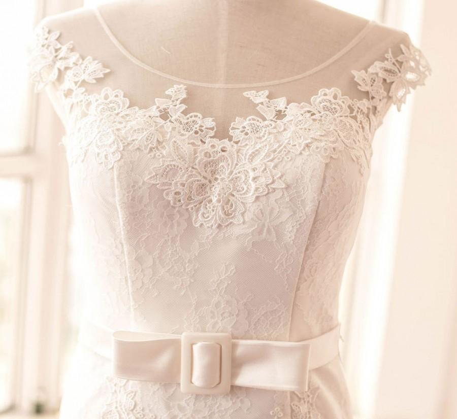 Custom v back white long lace wedding dresses low back for Lace low back wedding dress