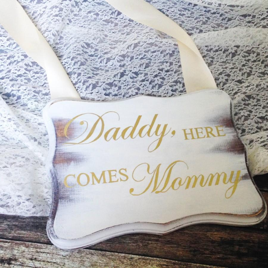 Mariage - Daddy Here Comes Mommy Sign Here Comes the Bride Sign Wood Wedding Sign Uncle Here Comes Your Girl Here Comes Your Bride Sign Ring Bearer