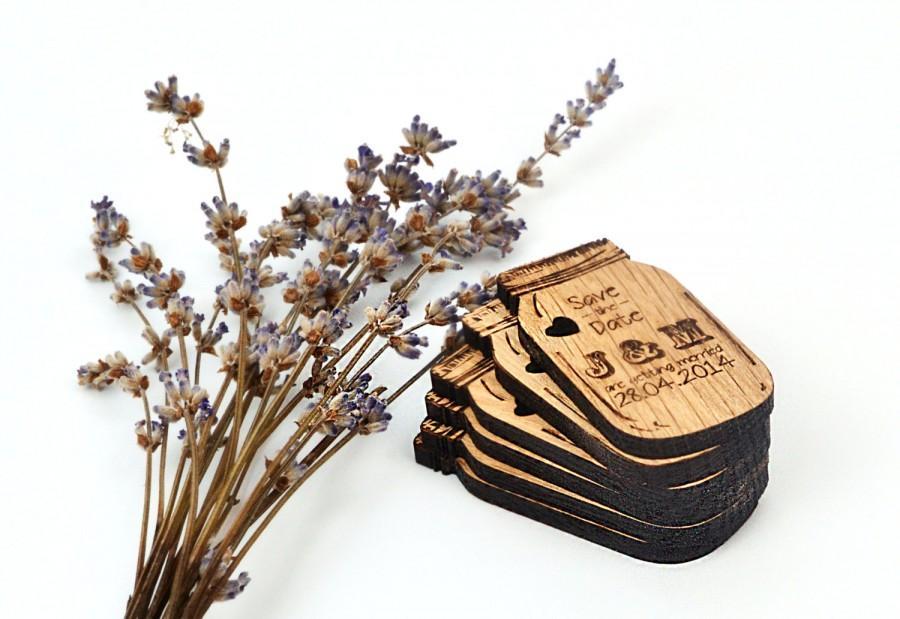 Wedding - Wedding Mason Jar Save the Date set of 25 / Personalised Rustic Wedding Favor / Gift Wedding Magnets / Engraved Wooden Wedding Decoration