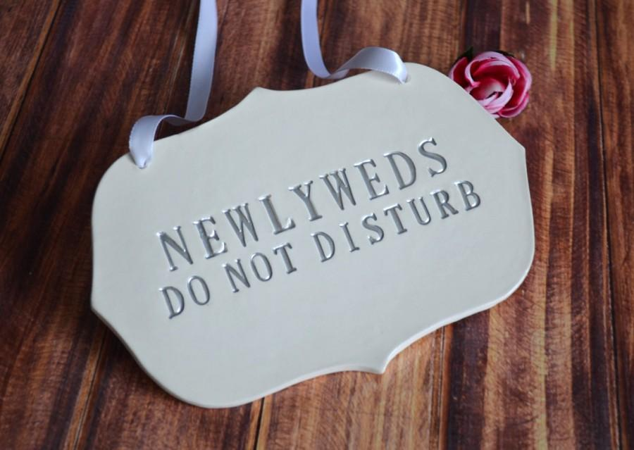 Mariage - Silver Newlyweds Do Not Disturb Wedding Sign to Hang on Door and Use as Photo Prop - Available in more colors