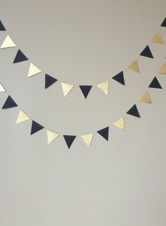 Mariage - Black and Gold Glitter Triangle Garland, Wedding, Bridal Shower, Birthday, Party Garland, Graduation, Paper Garland, Black and Gold Decor
