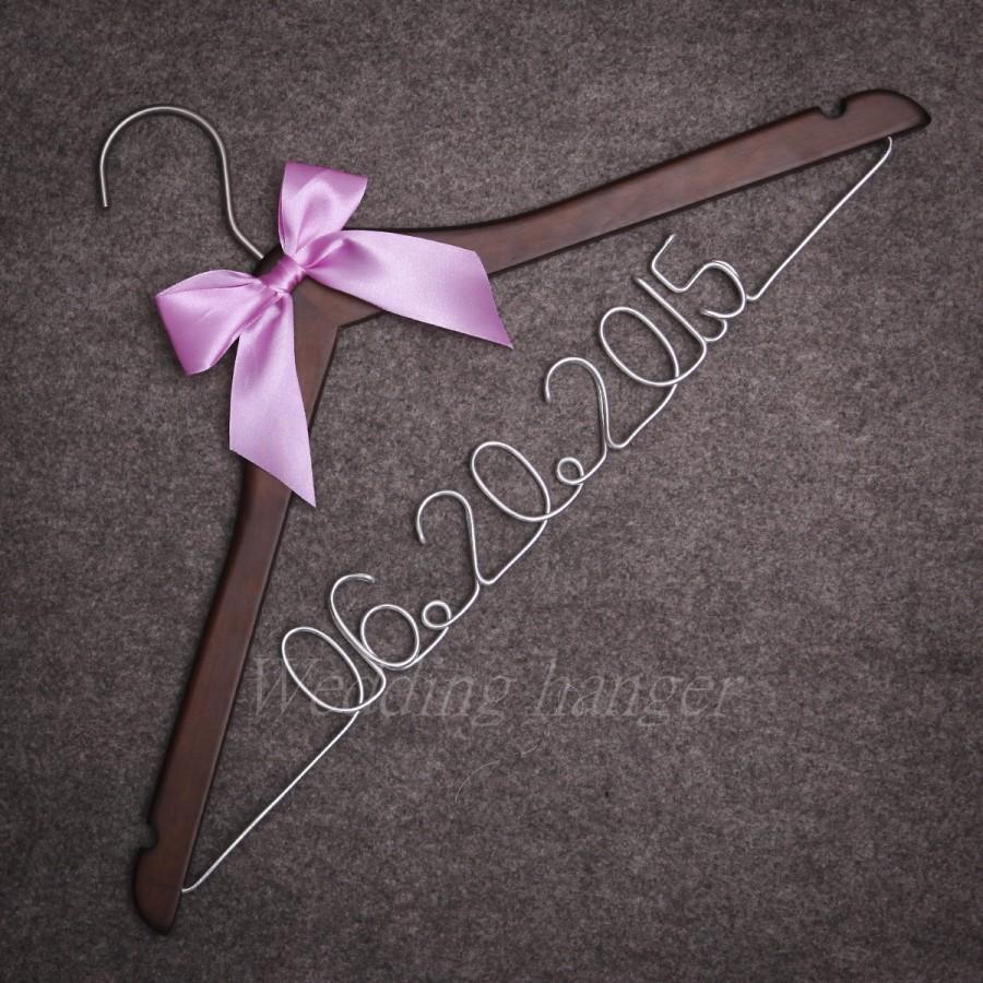 Wedding hangers dress hanger custom wedding date heart for Wedding dress hangers personalized