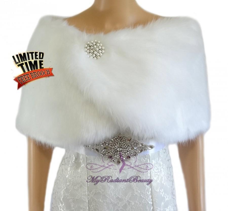 Mariage - Bridal White Faux Fur Wrap, Fur Shawl, Bridal Fur Wrap Shrug, Wedding Fur Stole, Bridal Wrap Shawl, Bridal Stole, Faux Fur Stole FW108-WHI