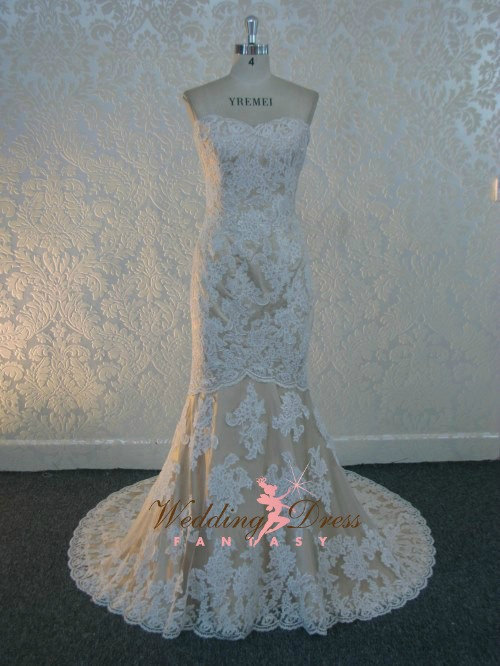 Mariage - Gorgeous Lace Wedding Dress with French Lace Sweetheart Neckline Custom Made in your Measurements