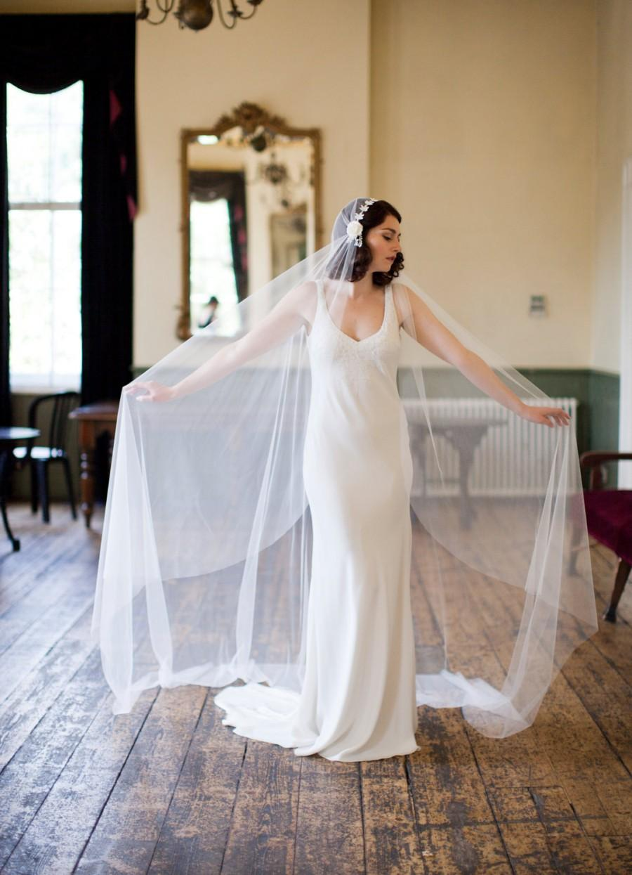 Mariage - cathedral length veil in ivory tulle, Juliet cap style, 1930s veil.