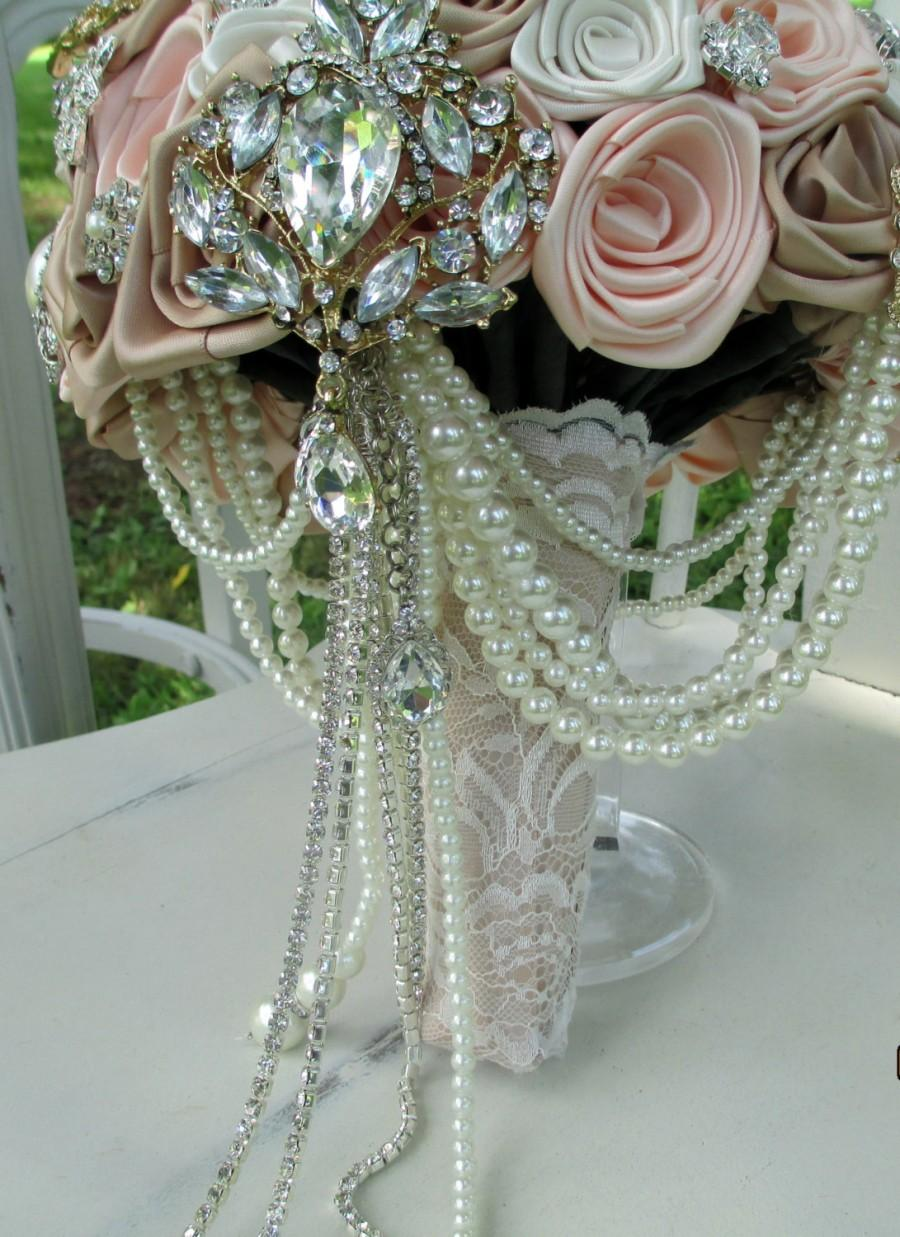 Mariage - Pearls, Rhinestones, & Champagne Lace Brooch Bridal Bouquet