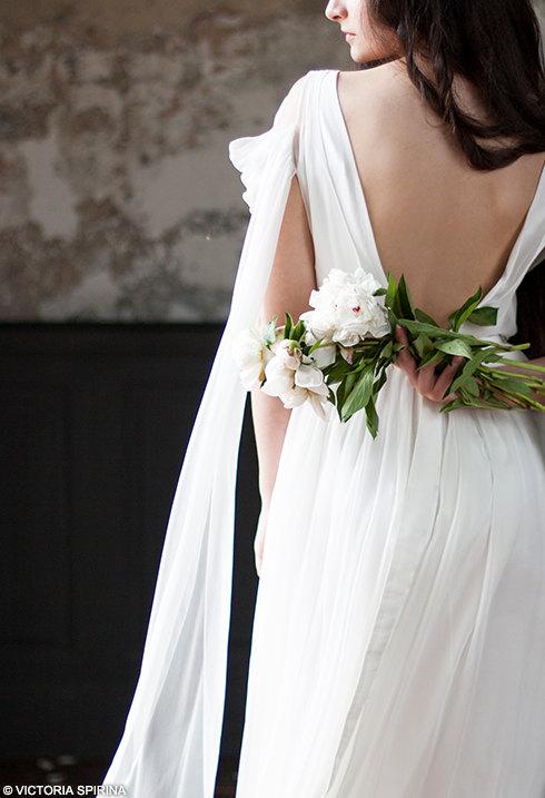 Mariage - Lace wedding dress Low back wedding dress Silk wedding dress airy wedding dress Backless wedding dress Rustic wedding dress alternative Anse