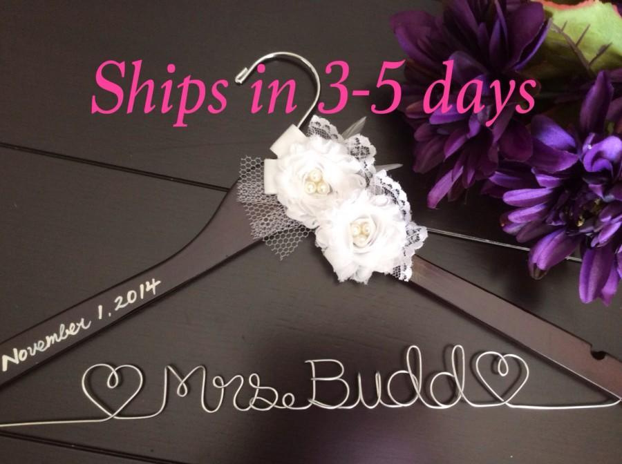 Mariage - 3 DAYS SALE--Wedding hanger, custom wire hanger, bridal hanger, bride gift, bridesmaids gift, custom made hanger