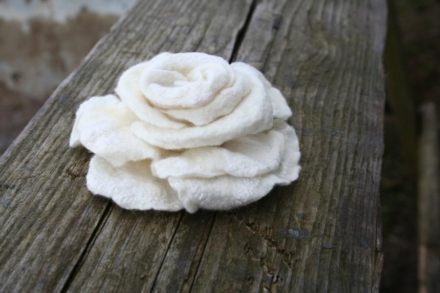 زفاف - Rose brooch nuno felted pin  - gift under 25 gift idea - handmade - bridesmaid gift - Christmas gift