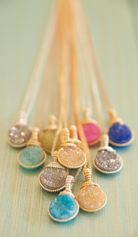 زفاف - Bright and Colorful Druzy Pendant Necklaces wrapped in Beaded Wire by BareandMe on Etsy.  The Perfect Gift Ideas for Wedding Partys