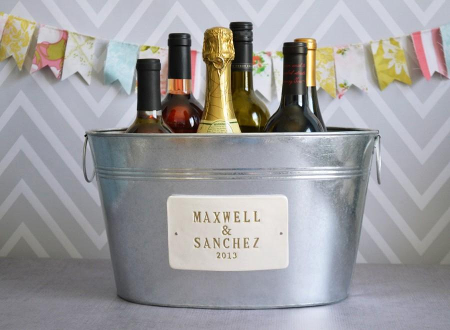 Свадьба - Personalized Wedding Gift - Large Beverage Tub with First Names and Date  in Gold