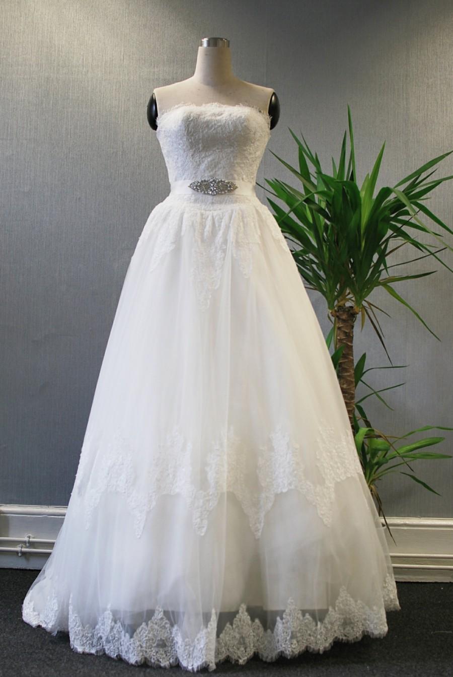 Mariage - Alençon lace strapless wedding dress