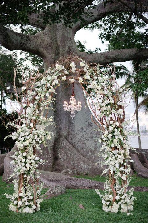Свадьба - 26 Winter Wedding Arches And Altars To Get Inspired