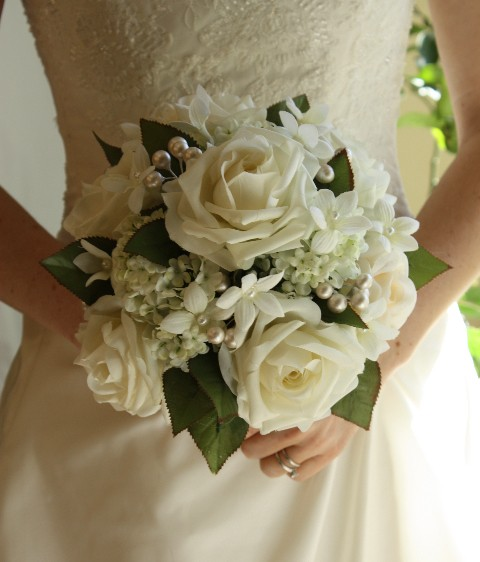 Свадьба - White Wedding Bouquet, Roses, Pearls, Stephanotis, Winter Wedding, Summer Wedding, Spring Wedding