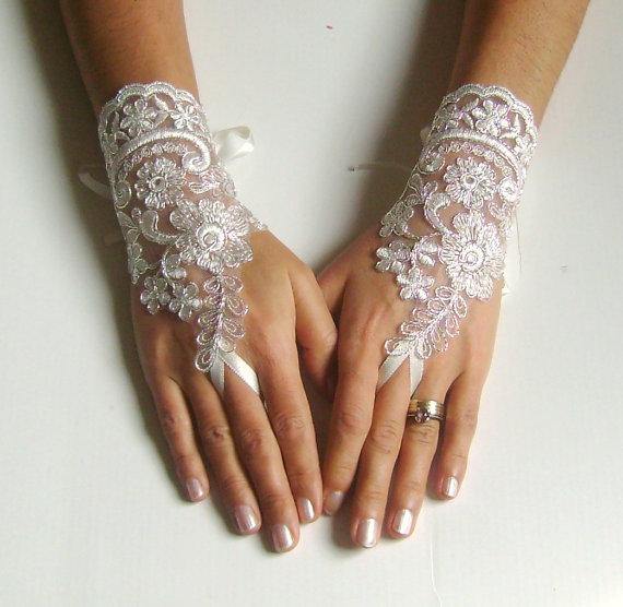 Свадьба - Lace bridal glove ivory glove silver cord