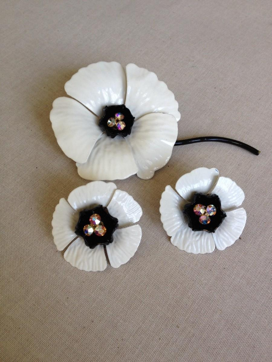 Vintage White And Black Enamel Flower Set, White, Black, Enamel, Vintage,  Jewelry, Flower Power, Metal Flower, Rhinestone, Earrings, Brooch