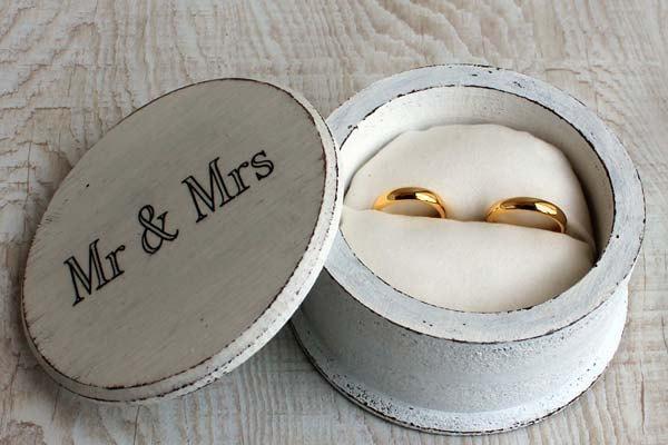 Mariage - Shabby Chic jewelry box. Ring Bearer Box Wedding, ring box holder, wedding date box, Personalized Box, wedding ring box, mr and mrs ring box