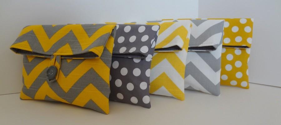 Mariage - Yellow and Gray Bridesmaid Clutch set in Chevron and Polka Dot Set if 5 medium bags