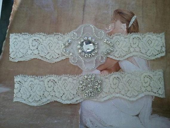 Свадьба - Wedding Garter, Bridal Garter, Garter Set - Crystal Rhinestone on a Ivory Lace - Style G2577