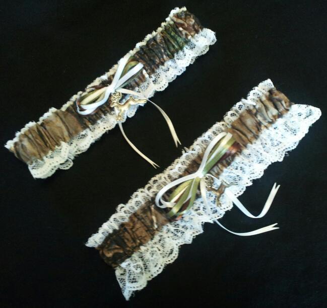 Свадьба - Hunting Deer Camo Camouflage Realtree Wedding Garter Set w/ White Lace