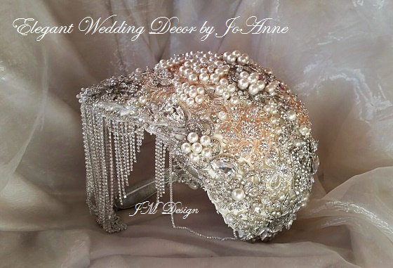 Свадьба - CRYSTAL BROOCH BOUQUET- Deposit Only for a Custom Draping Full Brooch Bouquet, Jeweled Bouquet, Jeweled Wedding Bouquet, Fancy Bouquet