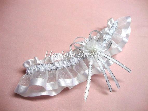 Свадьба - Organza Garter with Silver and White ribbon, organza ribbon garter, Wedding/Prom garter