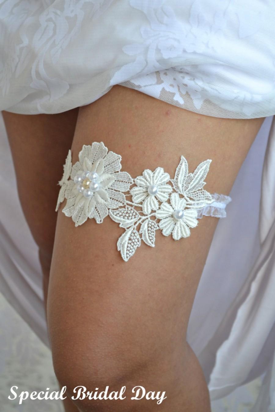 Mariage - Ivory Lace Wedding Garter Set Handknitted With Cream Pearls - Handmade Garter Set