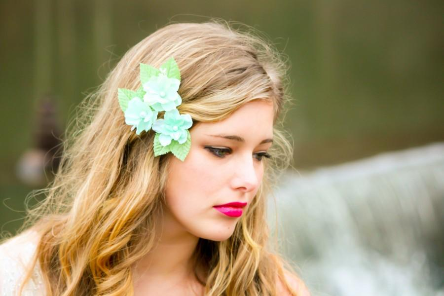 Mariage - cherry blossom hair clip, sea foam flower clip, flower girl hair clip