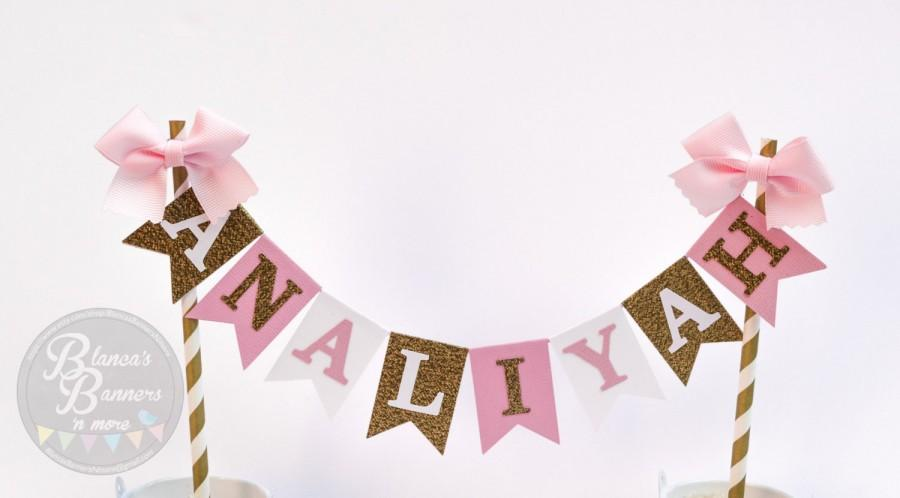Hochzeit - Personalized Cake Bunting Banner Topper, White Gold Glitter and Pink Card Stock with Pink Ribbon on White and Gold Paper Straws