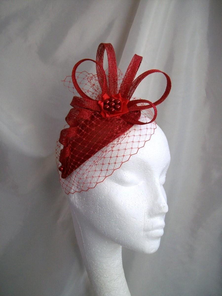 Свадьба - Poppy Red Veil Sinamay Loop & Crystal Pearl Teardrop Wedding Fascinator Mini Hat - Custom Made to Order