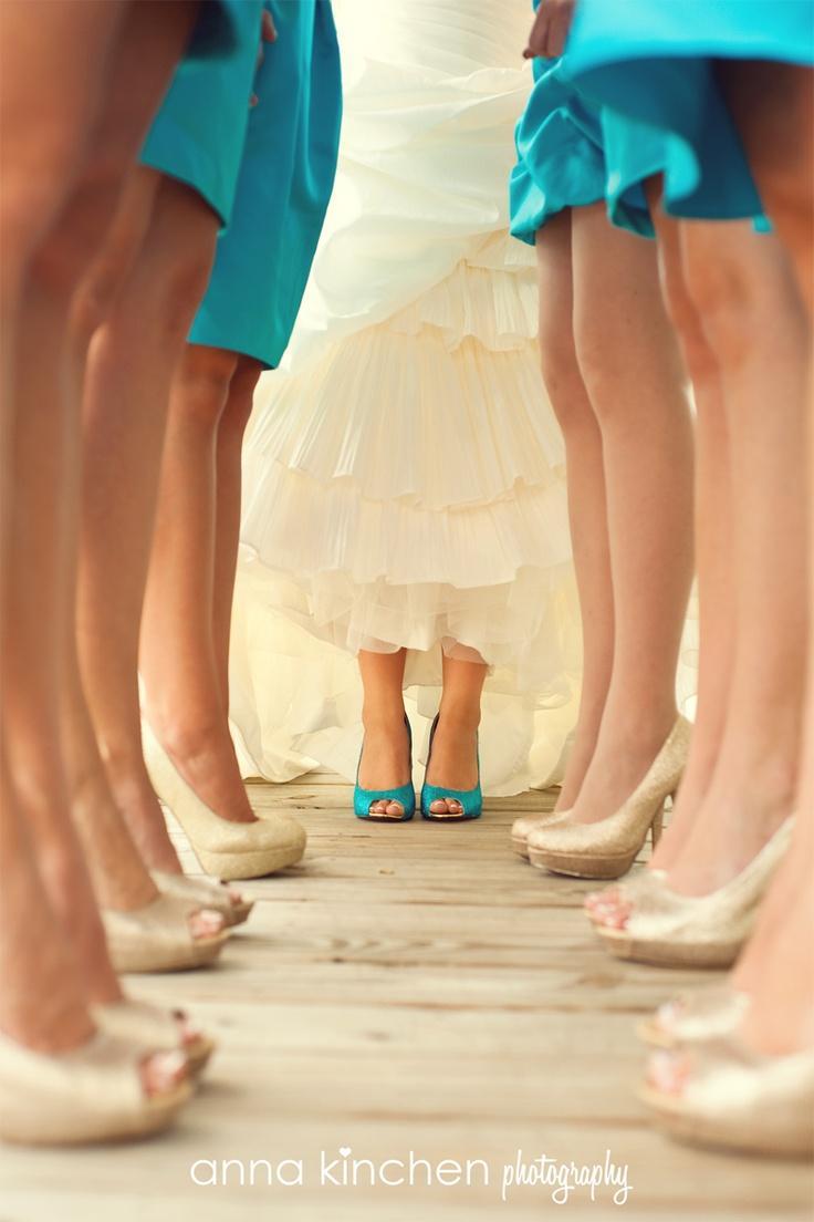 Свадьба - 11 Unique Shoe Shots For Your Wedding